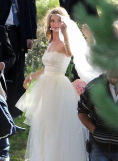 """Vestido de noiva de Emily VanCamp em """"Revenge"""". #casamento #famosos #vestidodenoiva #EmilyVanCamp"""