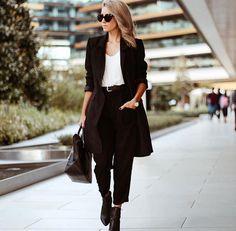 Minimal ve cool ofis stilinde gözümüz @ranasworldoffashion 'da  Kombin Onerisi için fotografi tiklayin : @ranasworldoffashion #inspiration #fashionblogger #ootd #outfitoftheday #lookoftheday #fashion #fashiongram #style #love #beautiful #lookbook #wiwt #whatiwore #ootdshare #outfit #clothes #wiw #fashionista #instastyle #instafashion #outfitpost #fashionpost #todaysoutfit #fashiondiaries