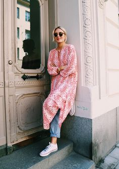 Nail Athleisure 2017 with this Fool Proof Outfit Formula Dress over jeans, how to wear white sneakers, chuck taylor outfits, athleisure, street style outfits Dress Over Jeans, Dresses With Leggings, Denim Dresses, Dresses Dresses, Shirt Dress, Mode Outfits, Fashion Outfits, Net Fashion, Fashion Tips