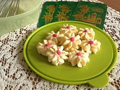 Daisy Cookies / Biskut Dahlia They are basically butter cookies that are light, crumbly and literally melt in your mouth. Daisy Cookies are just so pretty laid on a plate.
