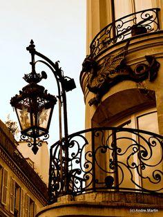 Lampadaire, Paris by L'Abominable Homme de Rires, via Flickr