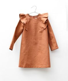 Motoreta // Linen Dress with Frill kids fashion Little Girl Fashion, Kids Fashion, Gothic Fashion, Look Girl, Stylish Kids, Kid Styles, Little Girl Dresses, My Baby Girl, Kids Wear