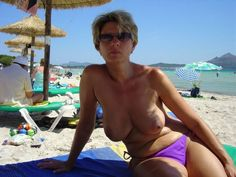 naked-women-on-nude-beach
