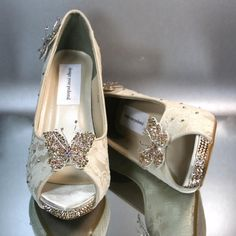 Incorporate your bridal theme into your wedding shoes with these lovely wedding peeptoes made in champagne satin with gold swarovski crystal rhinestone heels and gold and rose swarovski rhinestone butterflies.