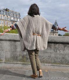 Et pour se protéger du Mistral, on met dans les valises notre poncho « Sormiou » en Récup' Fleur de Sel, tout chaud ! #ladroguerie #tricot