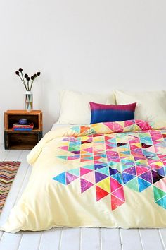 Creating Modern Bedroom Decor with Geometric Bedding Sets Young and cool Bedding modern My New Room, My Room, Dorm Room, Aztec Bedroom, Geometric Bedding, Geometric Prints, Duvet Covers Urban Outfitters, Modern Bedroom Decor, Modern Bedding
