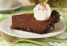 Romantic Date Night Dessert: Frozen Chocolate Cream Pie for Two: Chocolate and date night go hand in hand! Try this Frozen Chocolate Pie for Two and boost your meal with added aphrodisiacs. Chocolate Pie Recipes, Chocolate Pies, Chocolate Cream, Chocolate Pudding, Chocolate Mouse, No Bake Desserts, Easy Desserts, Dessert Recipes, Tart Recipes