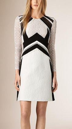 Branco Vestido evasê de algodão com patchwork de renda - Imagem 1