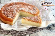La torta magica è nel vero senso della parola magica. Un unico impasto che genera tre consistenze diverse: pan di Spagna crema e budino.