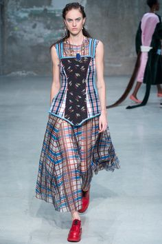 Marni Spring 2018 Ready-to-Wear  Fashion Show - Sarah Brannon