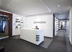 Sephora's offices in Montreal. Dream Career, Shiseido, Sephora, Bathtub, Montreal, Offices, Photo Credit, Game, Standing Bath
