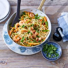 Now cook spaghetti with shrimp and sugar snap peas in 15 and discover numerous other Weight Watchers recipes. Pea Recipes, Fodmap Recipes, Easy Salad Recipes, Vegetarian Recipes, Dinner Recipes, Best Grilled Shrimp Recipe, Shrimp Recipes, Spaghetti Salad, Spaghetti Recipes