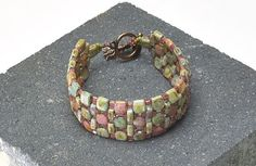 "Bracelet ""Cobblestone Path"" - Rochelle Petersen | Freebies | Perlen Poesie. #Seed #Bead #Tutorials"