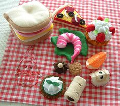 Felt Food - Picnic goodies   by lisajhoney