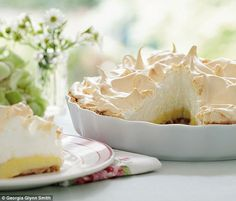 Berry's Absolute Favourites: Quickest ever lemon meringue pie Just made this! Mary Berry's Absolute Favourites: Quickest ever lemon meringue pie Lemon Recipes, Sweet Recipes, Baking Recipes, Dessert Recipes, Mary Berry Recipes Easy, Cupcake Recipes, Mary Berry Desserts, Mary Berry Baking, Gourmet Cupcakes