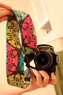 Camera Strap Covers. Again I don't sew, but this is so cute I might have to learn. My dog chewed through my old one so this would be fabulous.