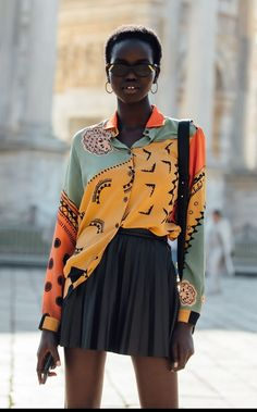 Adut Akech style: – people - Jules in Flats - Stripe Top with Aritzia Darontal Crepe Pants. Style Outfits, Fall Fashion Outfits, Mode Outfits, Look Fashion, Skirt Fashion, Autumn Fashion, Fashion Walk, Cool Style Fashion, Quirky Fashion