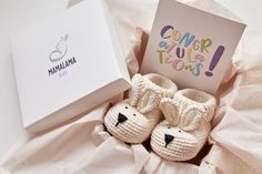 Pregnancy gift box for mom to be with cute soft crochet newborn shoes. Funny bunny booties baptism congrats present idea Baby reveal neutral - Pregnancy gift box for mom to be new mum idea Best Expecting New parents basket Expectant present N - Crochet Baby Booties, Crochet Bunny, Baby Gift Box, Baby Gifts, Presents For Mom, Gifts For Mom, Crochet Humor, Funny Crochet, Bunny Slippers
