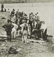 Recovering bodies after the Titanic disaster, April 1912
