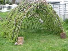 making this for spring! to put with our tree trunk jungle gym  http://marvelouskiddo.blogspot.com/
