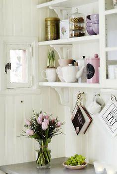 love this kitchen shelving