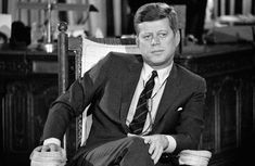 John F Kennedy sitting in one of his famous rocking chairs in the Oval Office John Kennedy, Les Kennedy, Jacqueline Kennedy Onassis, Carlo Ponti, Jean Simmons, American Presidents, Us Presidents, American History, Captain America