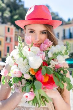 pretty coral hat (and a matching bouquet!)