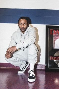 Kendrick Lamar poses before hitting the stage Hip Hop Outfits, Hipster Outfits, Urban Outfits, Kendrick Lamar Shirt, King Kendrick, New School Hip Hop, Kung Fu Kenny, Looks Hip Hop, Ace Hood