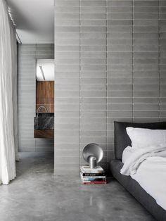 Highbury Grove is a minimal home located in Prahran, Australia, designed by Ritz&Ghougassian Concrete Bricks, Concrete Floors, Concrete Design, Decor Interior Design, Interior Decorating, Room Interior, Decorating Ideas, Decorating Websites, Masonry Wall