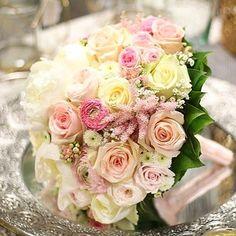 """Romantická svadobná kytička kde som použila voňavé pivonky jemné miniruže iskerníky astilbe trošku kalanchoe a krásne veľké ruže """"Dolomit""""  #kvetysilvia #kvetinarstvo #kvety #svadba #love #instagood #cute #follow #photooftheday #beautiful #tagsforlikes #happy #like4like #nature #style #nofilter #pretty #flowers #design #awesome #wedding #home #handmade #flower #roses #bride #weddingday #floral #naturelovers #picoftheday"""