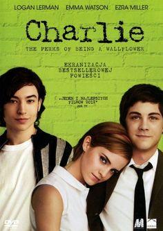 Zamknięty w sobie Charlie zaczyna naukę w liceum. Zaprzyjaźnia się z uczniami ostatniej klasy.
