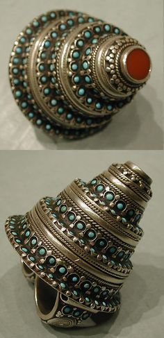 Present-day Afghanistan, Central Asia | Ring from the 20th century | Silver with decorative wire, silver shot, table-cut carnelian, and turquoise beads