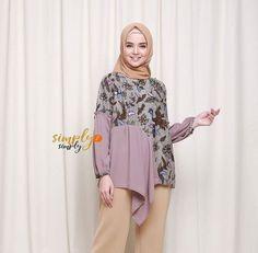 Batik Fashion, Hijab Fashion, Fashion Outfits, Womens Fashion, Blouse Batik, Batik Dress, Batik Couple, Traditional Fashion, Kebaya