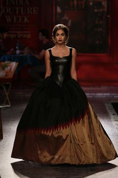 Wedding Show Archives Indian Attire, Indian Outfits, Gowns Of Elegance, Elegant Gowns, Fairytale Gown, Vogue Wedding, Indian Gowns Dresses, Indian Bridal Lehenga, Vogue India