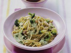 Nudeln mit Nuss-Brokkoli-Sauce - smarter - Kalorien: 380 Kcal - Zeit: 30 Min. | eatsmarter.de