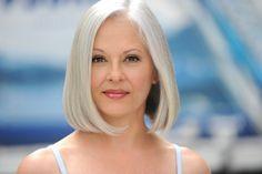 Výsledok vyhľadávania obrázkov pre dopyt grey hair 40 year old woman Silver Haired Beauties, Silver White Hair, Grey Blonde Hair, Grey Hair Inspiration, Platinum Hair, Tips Belleza, Hair Photo, Great Hair, Hair Today