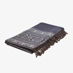 Hungarica Throw Navy & Mouse Beautiful Wool & Cotton Navy Blue Throw. With these cosy throws we have captured beautiful motifs used in the XIX Century in Hungarian embroidered linen and folk costumes. Skillfully manufactured in a wool/cotton mix, the Hungarica throws have a soft lush feel that radiates warmth in cooler summer evenings or … Hungarica Throw Navy & Mouse yazısı ilk önce Party üzerinde ortaya çıktı.