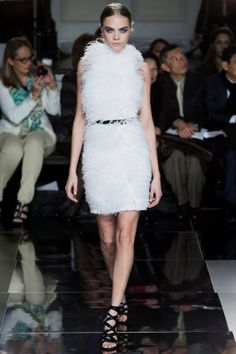 White. #motilostylist #caradelevigne #catwalk