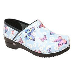 This shoe is accepted by the American Podiatric Medical Association and was hand made in Europe. Koi By Sanita Women's Professional Love Song Clog. Best Nursing Shoes, Nursing Clogs, Nursing Outfits, Kitchen Shoes, Sanita Clogs, Dansko Shoes, Chef Shoes, Stiletto Shoes, Women's Feet