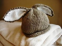 pattern: Bunny beanie Learn how to knit this adorable bunny hat for your baby.Learn how to knit this adorable bunny hat for your baby. Vogue Knitting, Baby Hats Knitting, Loom Knitting, Hand Knitting, Knitted Hats, Crochet Hats, Vintage Knitting, Free Crochet, Baby Hat Patterns