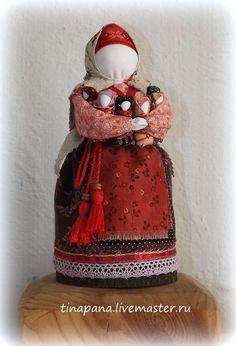 Купить или заказать 'Московка' (Седьмая Я, семья, плодородие) в интернет-магазине на Ярмарке Мастеров. Эта кукла символ материнства и любви. Кукла имеет образ матери, у которой хватит любви на каждого ребенка. Куклу убирали с глаз в укромное место и бережно хранили.