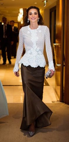 Queen Rania in gala gowns White Outfits, Classy Outfits, Modest Fashion, Fashion Outfits, Womens Fashion, Skirt Outfits, Dress Skirt, Queen Rania, Royal Dresses