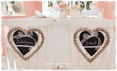 Stuhldeko Mr & Mrs zur Hochzeit, Hochzeitsdeko mit Herzen