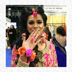 Floral jewellery for mehndi bride by bridal flower jewellery www.bridalflowerjewellery.weebly.com #bridalflowerjewellery #flowerjewellery #floraljewellery #floralcreation #mehndi
