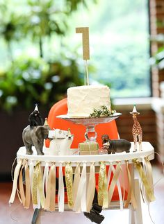 love, love, LOVE the hats and presents...safari cake...