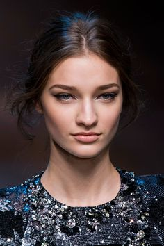9x runway kapsels en make-up looks voor de feestdagen | Fashionlab
