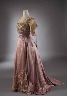 fripperiesandfobs: Callot Soeurs evening dress ca. 1907-10 From the Museo dela Moda et del Arte Applicate via Studio Esseci