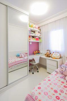 Quarto de menina: 80 inspirações para decorar com encanto [FOTOS] Pink Bedroom Design, Kids Bedroom Designs, Bedroom Closet Design, Bedroom Furniture Design, Room Ideas Bedroom, Small Room Bedroom, Home Decor Bedroom, Small Girls Bedrooms, Small Room Design