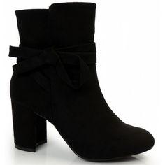 f9afe27699c Dámské kotníkové boty na zimu v černé barvě se zipem - manozo.cz