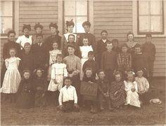 1904 school photo Old School House, School Days, School Pictures, Old Pictures, Antique Photos, Vintage Photos, Black White Photos, Black And White, Victoria's Children
